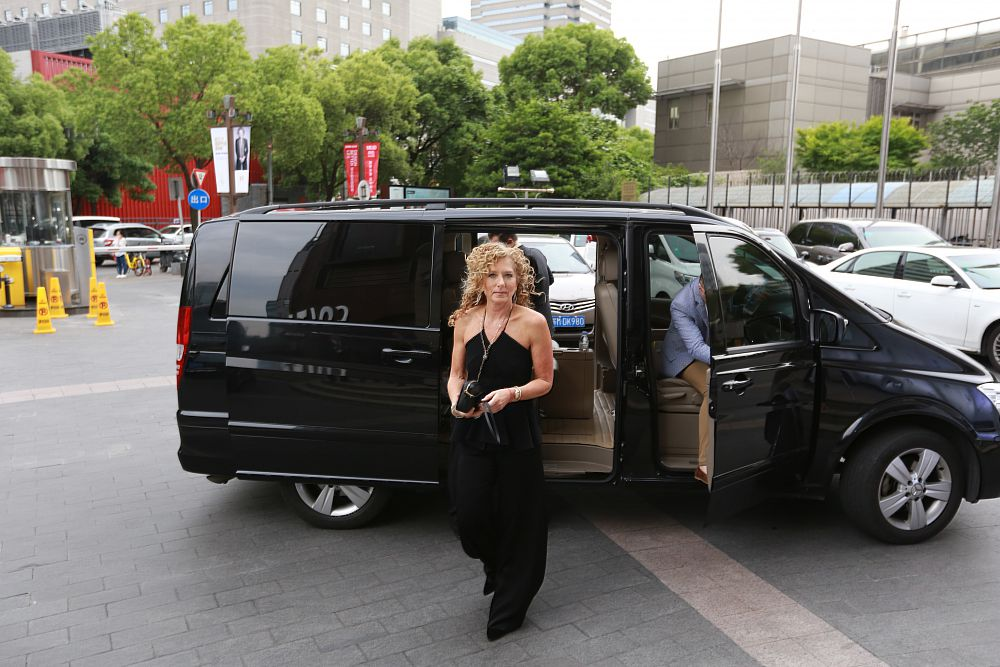 The Grand Opening For KELLY HOPPEN HOME Has Attracted A Number Of  Well Known Designers On Site. Wu Ruixia, President Of La Casa International  Furniture, ...